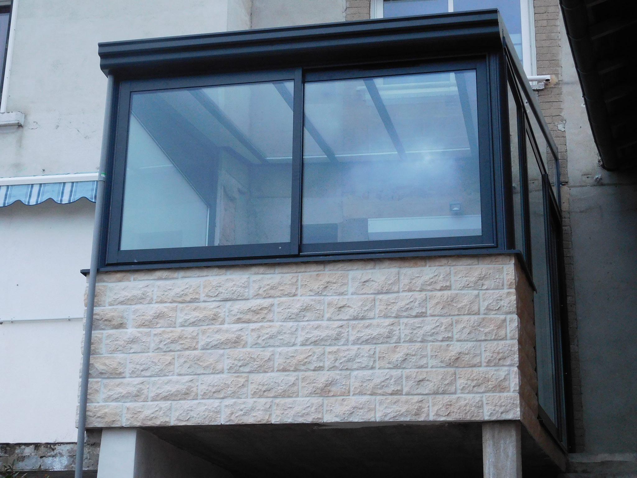 veranda aluminium gris anthracite dans les monts du. Black Bedroom Furniture Sets. Home Design Ideas