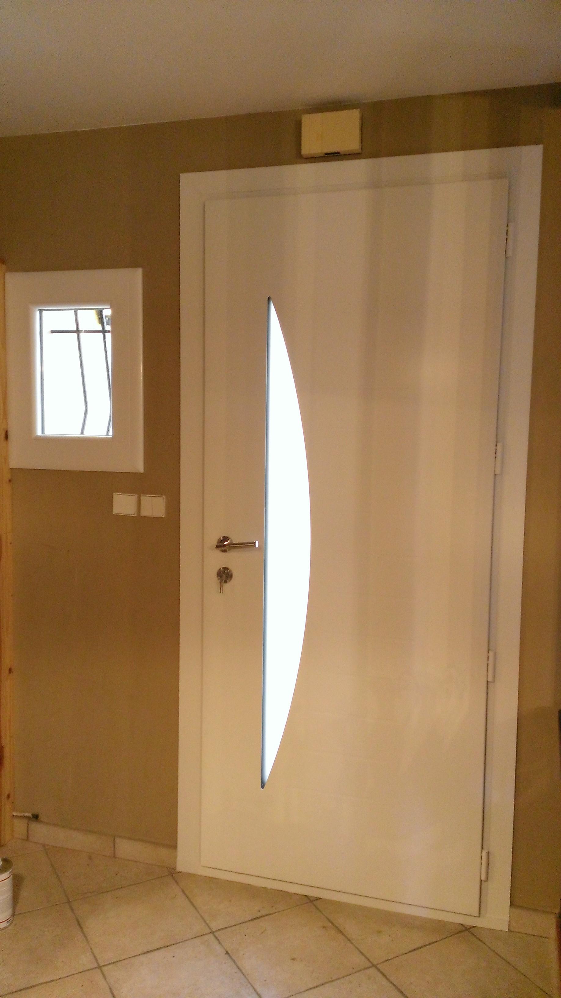 Portes d 39 entr e alu contemporaines lyon menuiserie for Peindre l aluminium